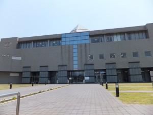 春日市民図書館1