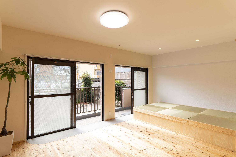 駅近で開放感のある広い庭が自慢の明るい角部屋の家